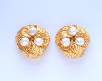 Vintage Yellow gold tone pearl button earrings