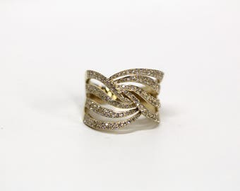 Vintage Estate Jewelry - 14k Yellow Gold Crisscross Swirl Cutout Ring with Round Brilliant Diamonds - Ring Size 7