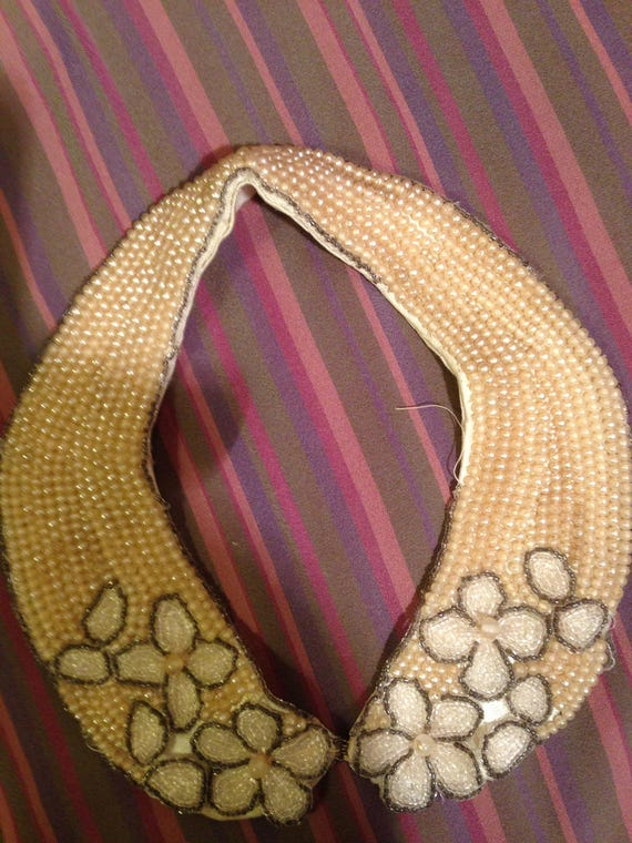 Beaded 40's collar. 20x4 inches. Lined. Good.