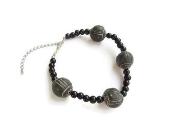 bracelet gris, bracelet noir, bracelet femme, bracelet ethnique, bracelet perles, ethnique, bijoux ethniques