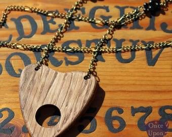 Sautoir amulette ouija en bois de Chêne - Once Upon a Fantasy