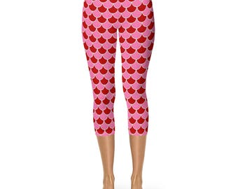 Valentine's Leggings Capris, Mermaid Scales Valentine's Day Capris Yoga Pants Red and Pink