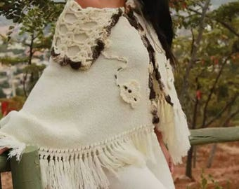Womans handmade shawl with crochet finishes, 100% Alpaca wool.  Made in Patagonia Chile
