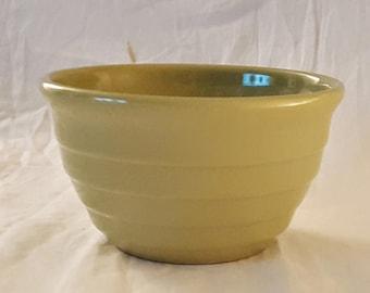 "Vintage Ringware Pea Green Ceramic 6"" Mixoing Bowl - No Maker Marks"