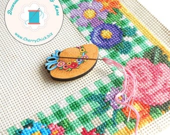 Mary Engelbreit Button - Needle Minder - Needle Keeper - Needle Magnet - Cross Stitch - Gift for Quilters - Mary Englebreit Button