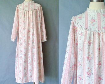 Vintage LL. Bean floral lace sleep gown/night gown/robe/sleepwear women's size S/M/L made in USA