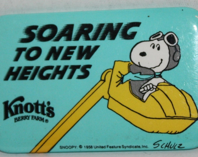Vintage Knott's Berry Farm Snoopy Soaring To New Heights 1980's Pinback Button