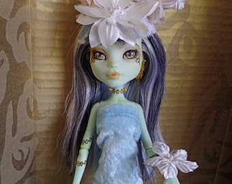 Painted white and peach flower doll headpiece with wrist corsage, fantasy magical ooak doll original headdress, floral forest doll headband,