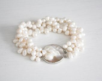 Vintage White Pearl bracelet band, round clasp