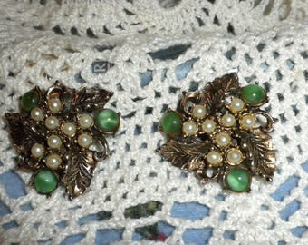 Beautiful Vintage Pearl and green milky stones clip on earrings gold tone
