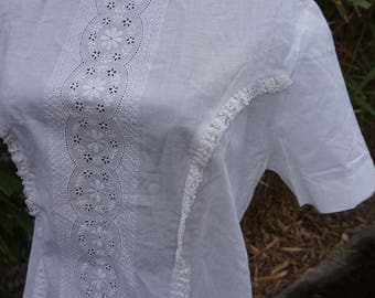 Deadstock / NEW True Vintage White Lace Blouse 1950s / 1960s Small or X-small