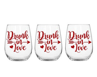 Drunk in Love Decal, Wine Glass Decal, Bachelorette Party Cup, Girls Night Decal, Drinking Cup Decal, Bachelorette Weekend Decal, Love Decal