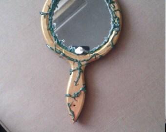 Ouat neige clatante lueur de collier le miroir magique de for Miroir magique obsidienne noire