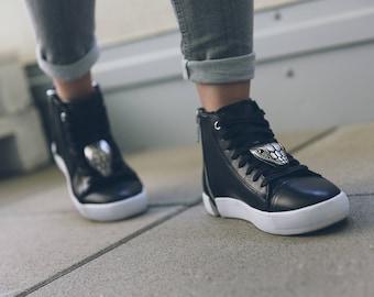 Schlangenkopf SneakerBug Schuhschmuck. footwear accessories. Individuelle  Brosche für deine Schuhe! Smiling Snake bring Glück.