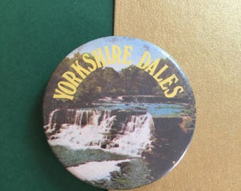Yorkshire dales badge - Countryside Souvenir - vintage retro 1980s pinback button