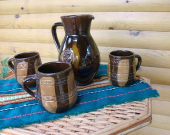 Ceramic jug with three cups, mugs, suitable for wine or beer.Adapts a home-made retro style.