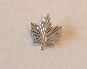 Vintage Sterling silver Bond Boyd canadian leaf brooch 1970s
