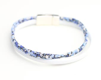 Blue and white magnet clasp leather bracelet