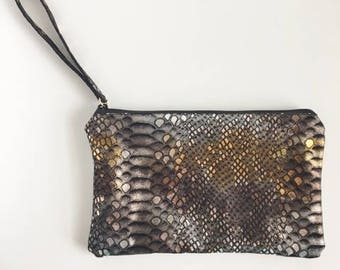 Everley Wristlet- Gold and Black