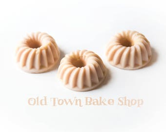 Old Town Bake Shop Wax Cakes (5.8 Oz.) - Wax Cakes - Wax Melts - Hand Poured Wax - Wax Melt Cake - Bakery Scents - Handmade Wax Melts