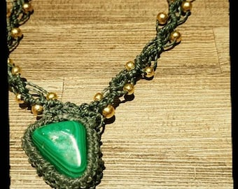 macrame necklace in malachite