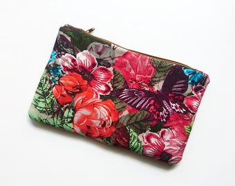 Pouch is quilted with flowers, butterflies, roses, exotic nature / / zippered and lined