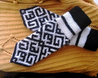 Slavic pagan mittens russian hot gloves for cool russian winter style slavic wool gloves in old slavic pattern knitted mittens folklore
