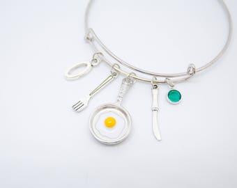 Pan bracelet, chef gift, fried eggs, cooking gift, housewarming gift, breakfast bangle bracelet, foodie gift, fork charm
