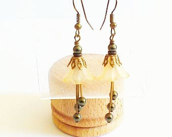 Earrings 'Pearl Corolla salmon and Tan flowers'