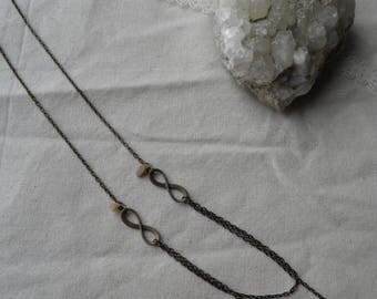 Necklace in bronze and rose quartz