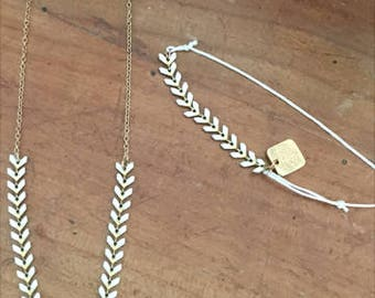 White ears chain bracelet and necklace