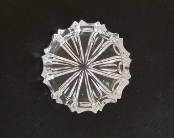 "Vintage Crystal Ashtray with beautifully simplified pattern: 5"" in diameter"