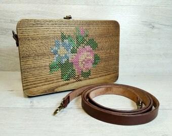 Wooden bag with cross-stitch, wooden handbag, wooden shoulder bag, cross body bag, floral embroidered bag, gift for valentne's day