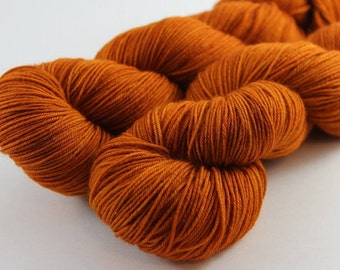 Skein hand - dyed fingering - 100% superwash Merino - 100 g / 400 m - pumpkin