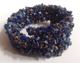 Vintage! Tumbled stone gold tone & lapis or lapis like spring bracelet for slender wrist