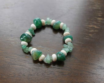 Green Aventurine, Moss Agate, and Howlite Bracelet