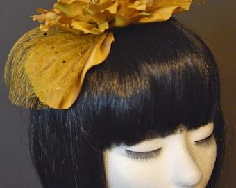 Fascinator ocher color, haar accessoires, hoeden en petten, minihoedjes handmade in Belgium