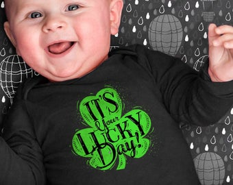 St. Patrick's day Bodysuit. It's your lucky day! Comfortable bodysuit, baby boy outfits, baby girl outfits. Infant Bodysuit