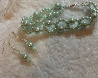 Light green glass pearls bracelet and necklace