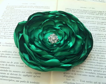 Emerald Green Flower Hair Clip.Emerald Brooch.Pin.Headpiece.Satin Flower.Wedding.hair piece.fascinator.fabric flower.kelly green.flower girl
