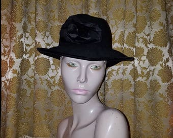 Vintage 1960's Ladies Black Wool Hat w/Flower Street Smart