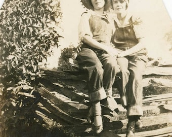 vintage photo 1922 Overall Young Women Affectionate Sit Rustic Wood Country Fence Lesbian i