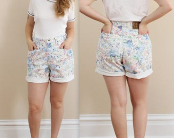 90s Floral Zena Denim Shorts in size 12 large . Plus size denim shorts flowers . High Waisted . Sale