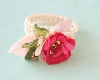 Upcycled vintage bracelet, Pearl floral cuff, Flower pearl bracelet, Unique bridal bracelet, Botanical wedding, Gift for her