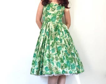 Vintage 1950s Dress Green Floral Print Full Skirt Fit and Flare Party Dress XS