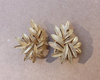 Leaves Gold Tone Textured Brushed Clip On Vintage Crown Trifari, Cluster of Leaves Vintage Clip on Earrings