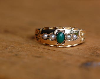 Antique Victorian 15 CT chrysoprase and pearl dress ring