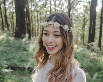 white flower crown // white flower crown / white flower headband / flower crown / festival flower crown / white wedding