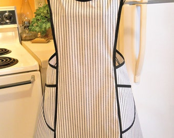 Old Fashioned Size XXL Crossover Apron in Black and Ecru Ticking