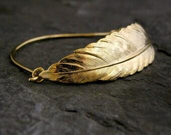 Feather Bracelet, Gold Feather Bracelet, Gold Bangle Bracelet, bohemian Jewelry, Dainty Feather Bracelet, Unique Feather Bracelet, Gift